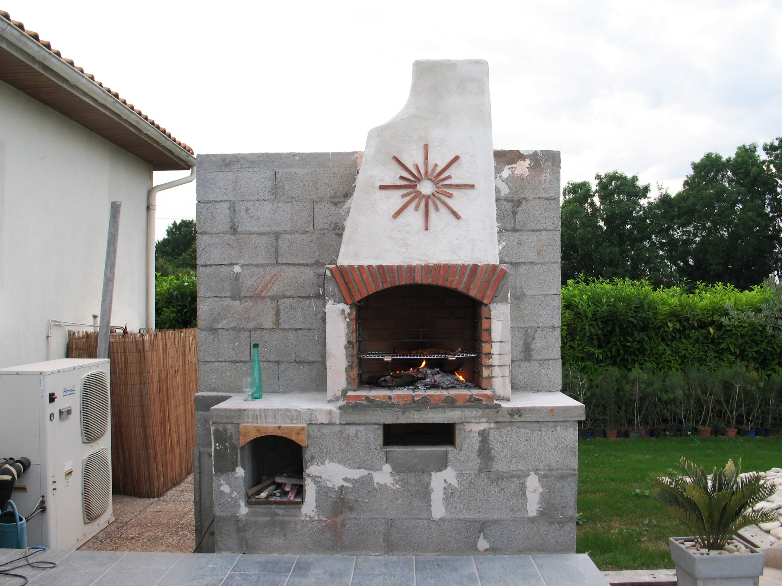 Construire son barbecue for Barbecue fait maison brique
