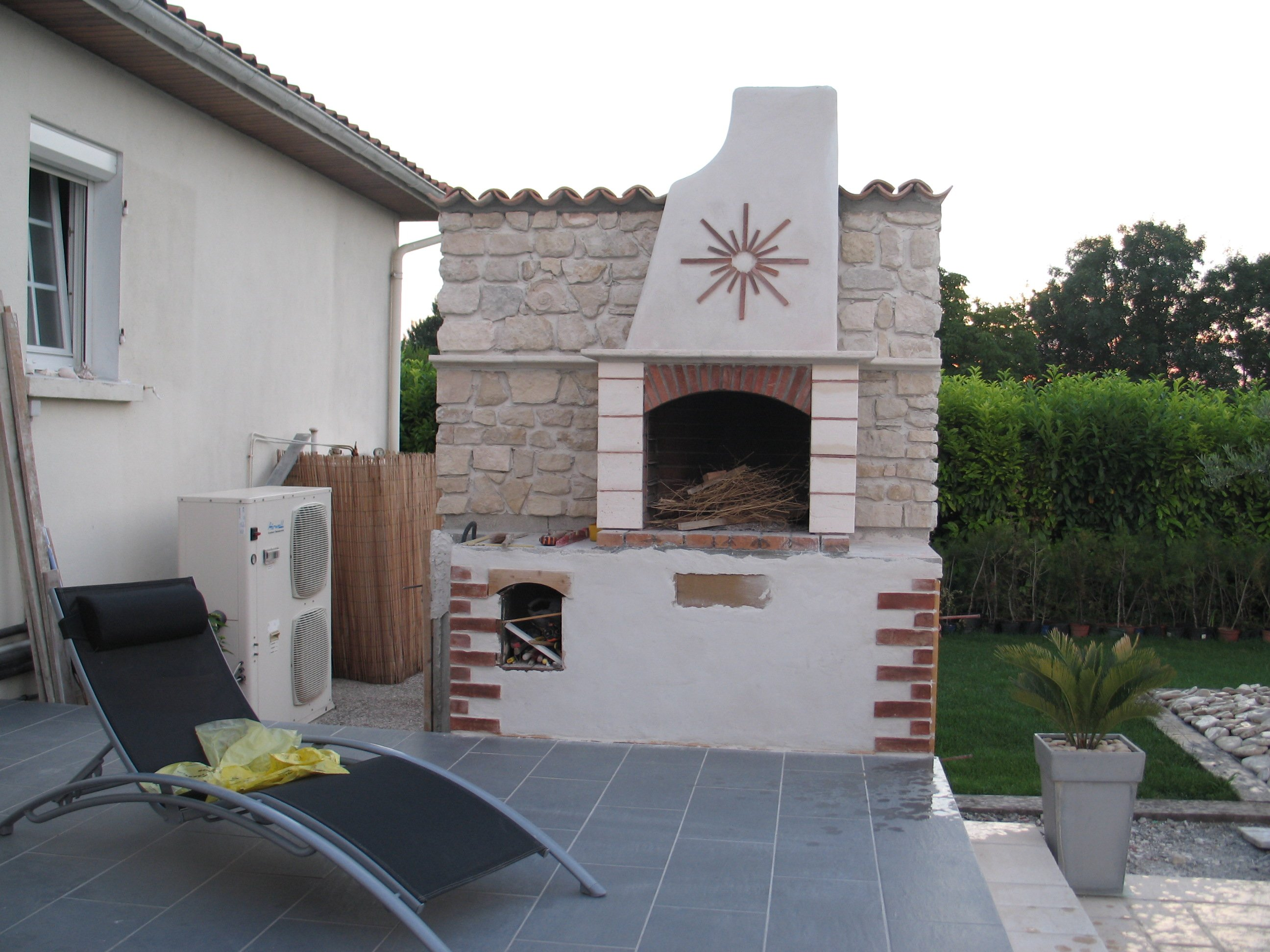 Construire son barbecue for Plan barbecue en beton cellulaire