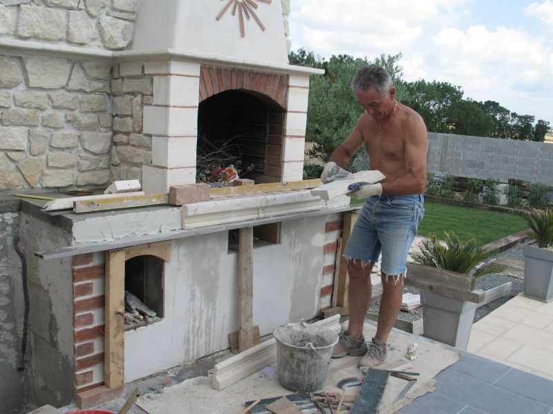 Construire son barbecue for Modele de barbecue exterieur en brique